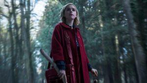 Rotkäppchen im Wald allein? Fast: Hexe Sabrina räumt bei den Dämonen auf. (Quelle: musikexpress.de)